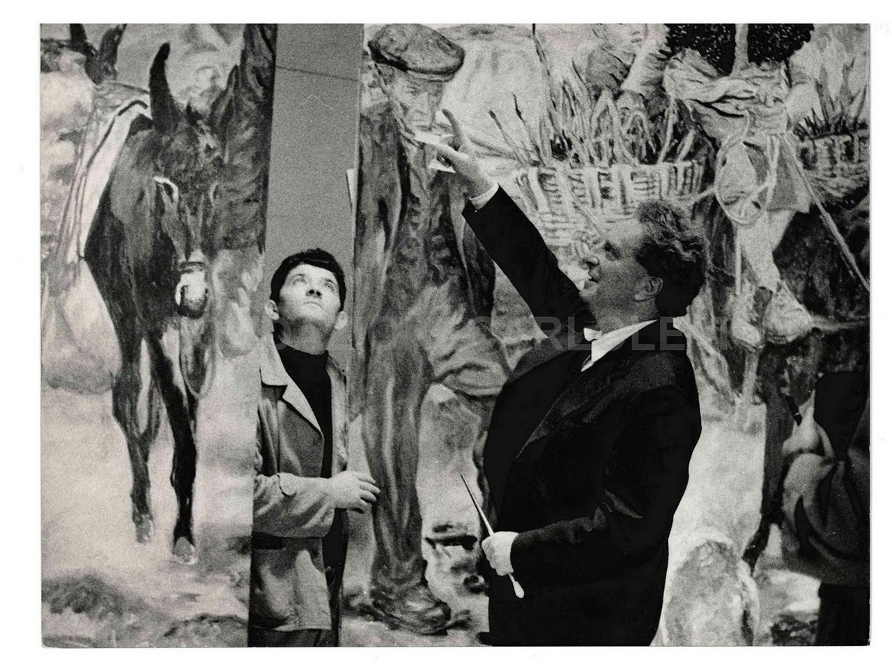 Carlo Levi con il grande dipinto Lucania 61