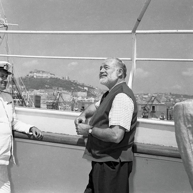 1954 il Premio Nobel Ernest Hemingway in visita a Napoli