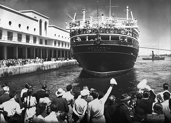 Saluto agli emigranti sul transatlantico Vulcania