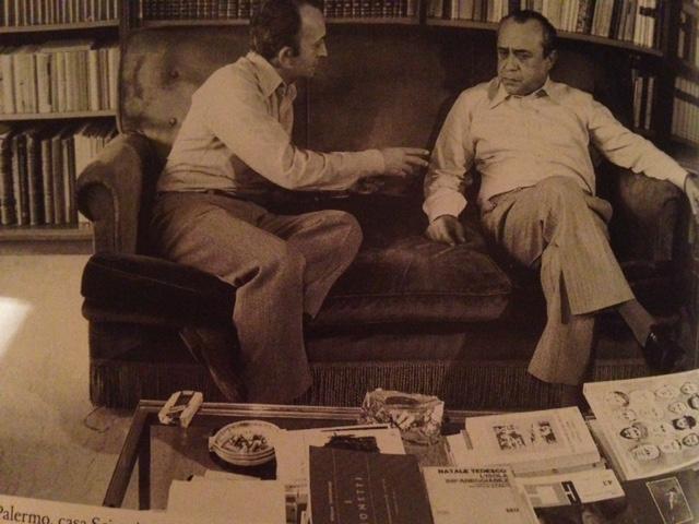 1977-78, giri per l\'Italia per preparare sei puntate sull\'italiano per la RTSI. Palermo, casa Sciascia. Tdm discute con Leonardo