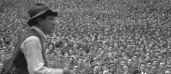 De Filippo in uno spettacolo per militari, 1940