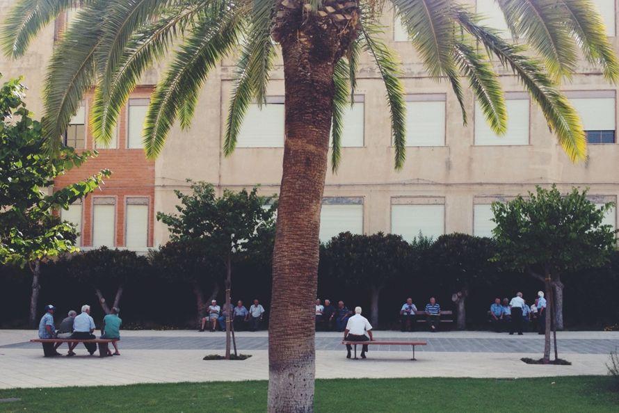 Scene da un patrimonio. Una piazza a ... Ispica (RG)